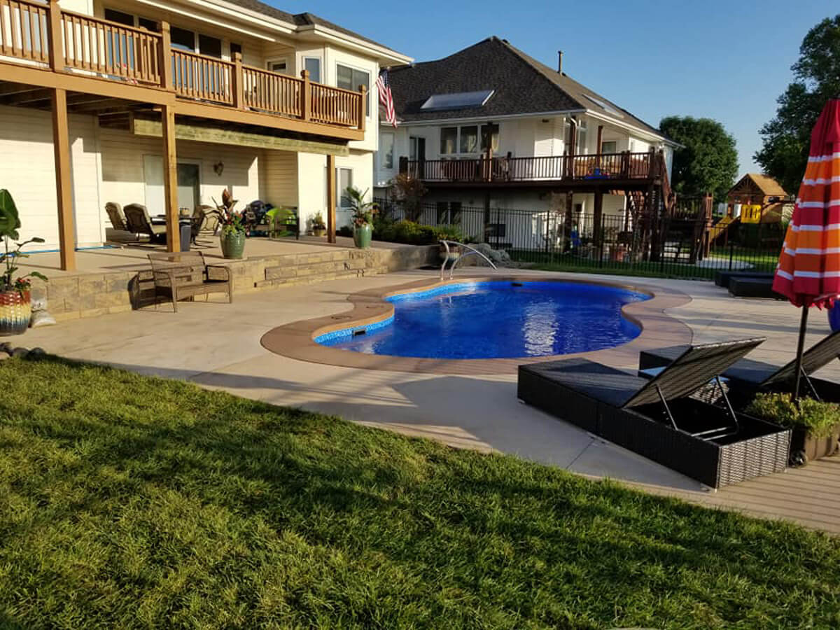 Back-yard-swimming-pool-landscape