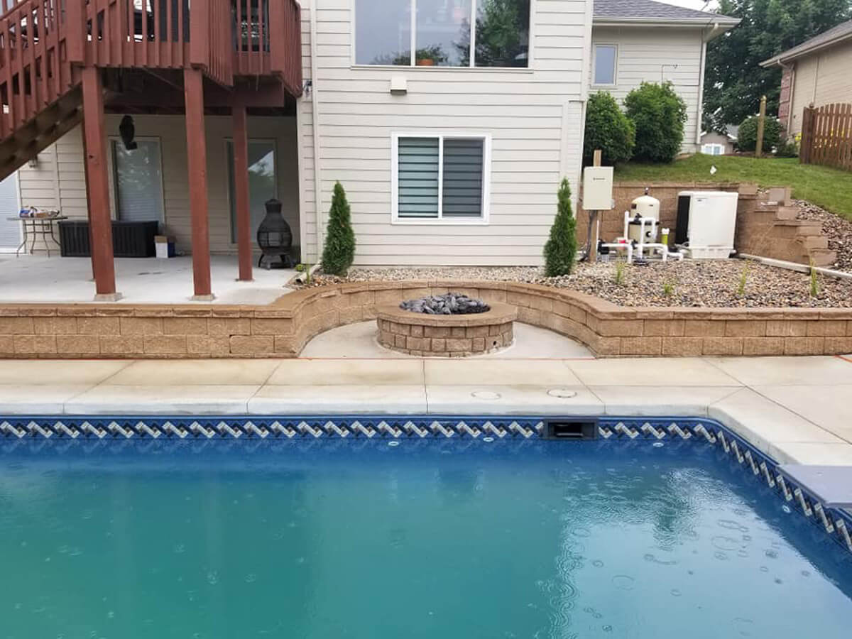 Fire-pit-retaining-wall-swimming-pool