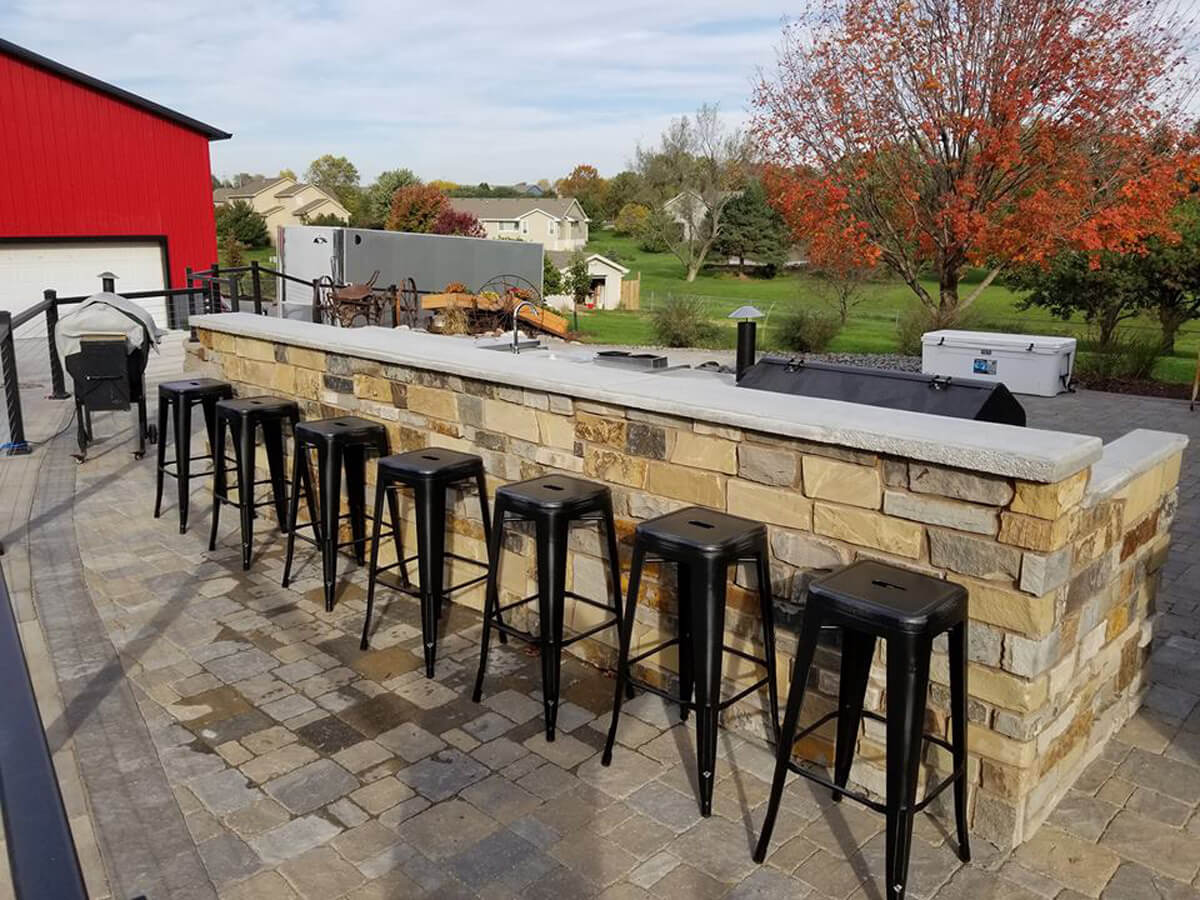 Omaha-hardscape-outside-grill-bar-outdoor-kitchen
