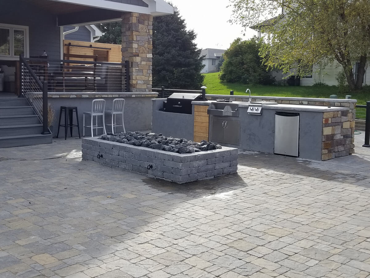 Outdoor-kitchen-grill-sink-fire-pit