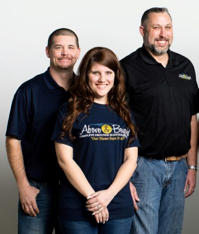 Above-and-Beyond-Omaha-Landscapers-Team-Photo