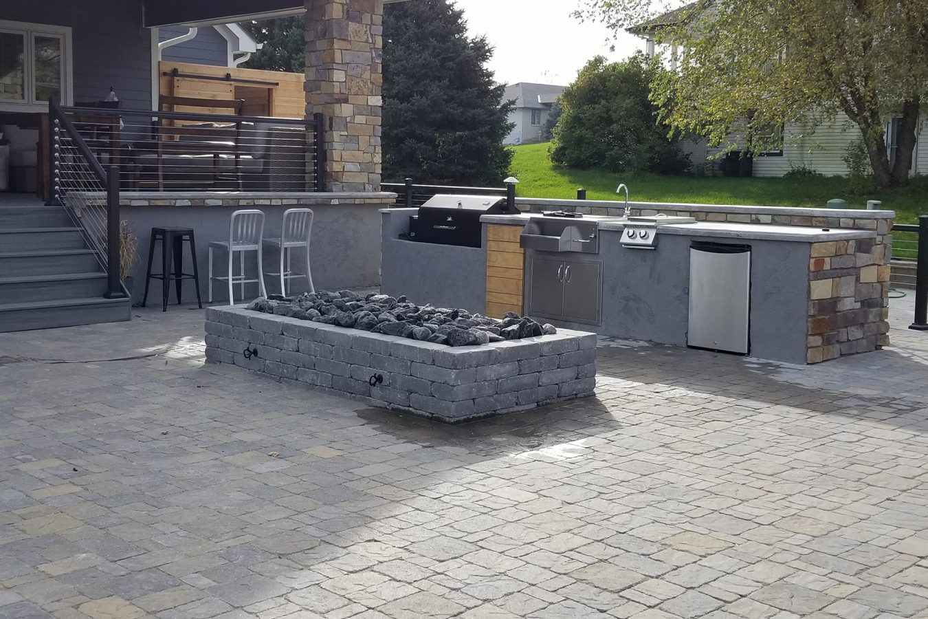 Outdoor-kitchen-sink-grill-fire-pit-patio-refrigerator